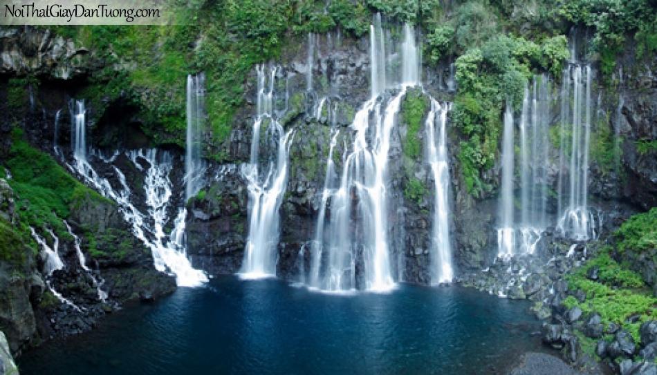 Tranh dán tường, thác nước chảy từ trong núi ra với nhiều cây xanh và hồ nước DA3047