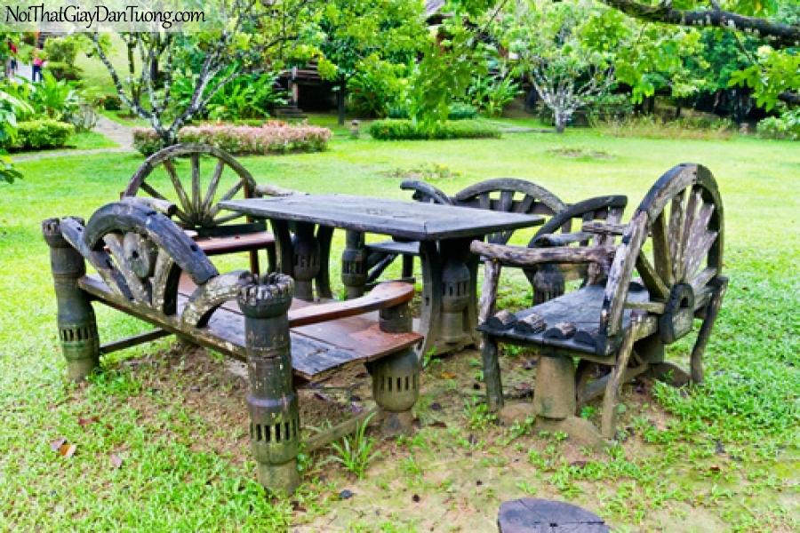 Tranh dán tường, bàn ghế gỗ, trong khu vườn truyền thống DA0536