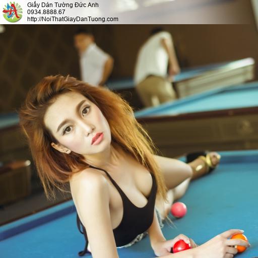 DA324 - Tranh dán tường cô gái chơi bida đẹp, trang trí phòng bida