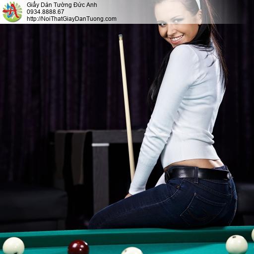 DA355 - Tranh dán tường cô gái chơi bi-a, ngồi trên bàn bida sexy