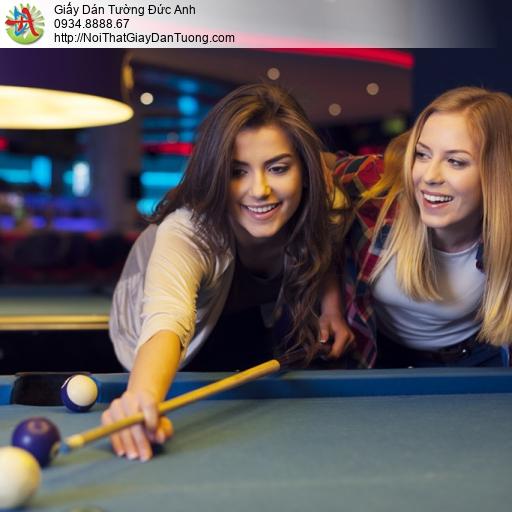 DA360 - Tranh dán tường bida đẹp, 2 cô gái chơi bi a vui vẻ cùng nhau