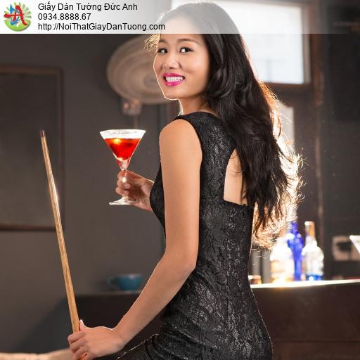 DA361 - Tranh dán tường cô gái nhâm nhi li rượu trong phòng bida